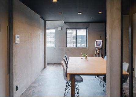 京都建築設計デザイン事務所アイプランニング(醍醐)の事務所の様子。お客様にリラックスしていただける、ゆったりとした静かな打合せスペースです。